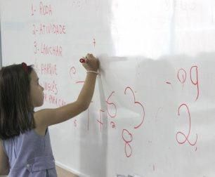 Students learn the spelling of numbers